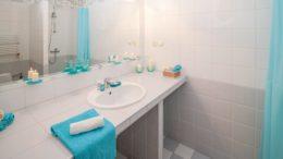 Come scegliere lo specchio perfetto per il proprio bagno